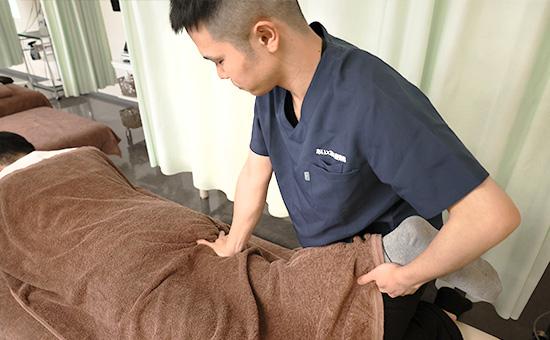 膝・股関節の痛みの治療はあいあい整骨院におまかせください