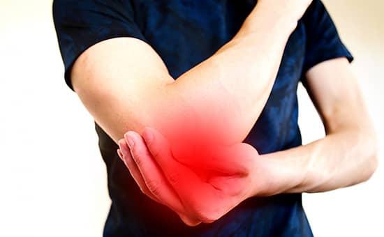 肘の痛みとなる原因と症状を紹介します。