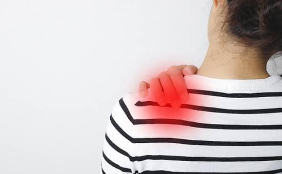 肩の痛みとなる原因と症状を紹介します。